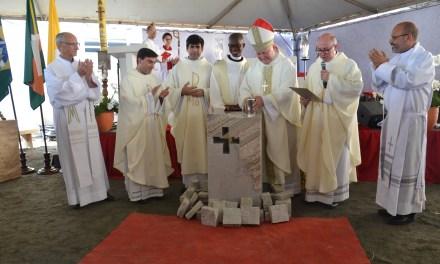 Aniversário de Camboriú iniciou com Missa de Lançamento da Pedra Fundamental da Nova Igreja Matriz
