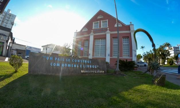 Biblioteca Pública comemora 18 anos de fundação