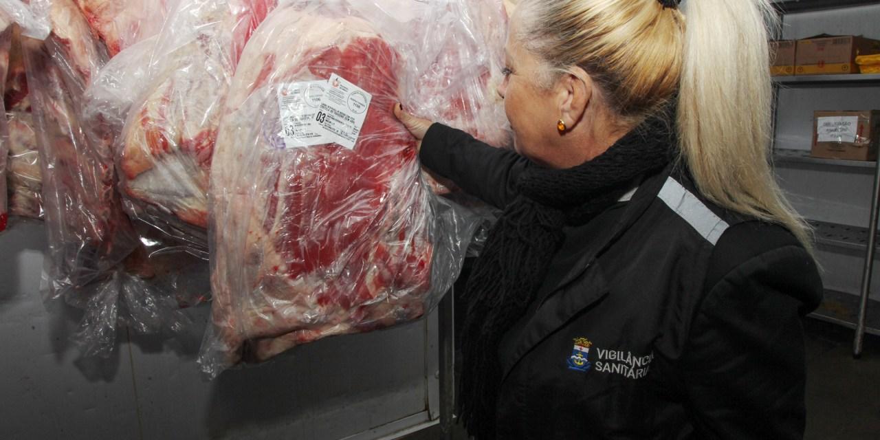 Vigilância Sanitária fiscaliza supermercados e açougues de Itajaí