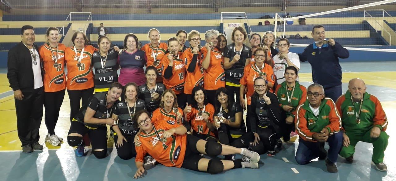 Atletas de Camboriú vencem copa de voleibol