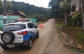 Defesa Civil interdita estrada do Morro da Rua Daniel Anastácio Fraga
