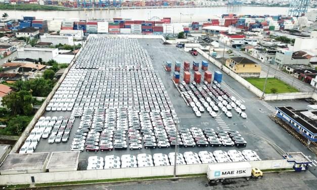 Porto de Itajaí recebe mais de 1,7 mil veículos importados no Berço 2