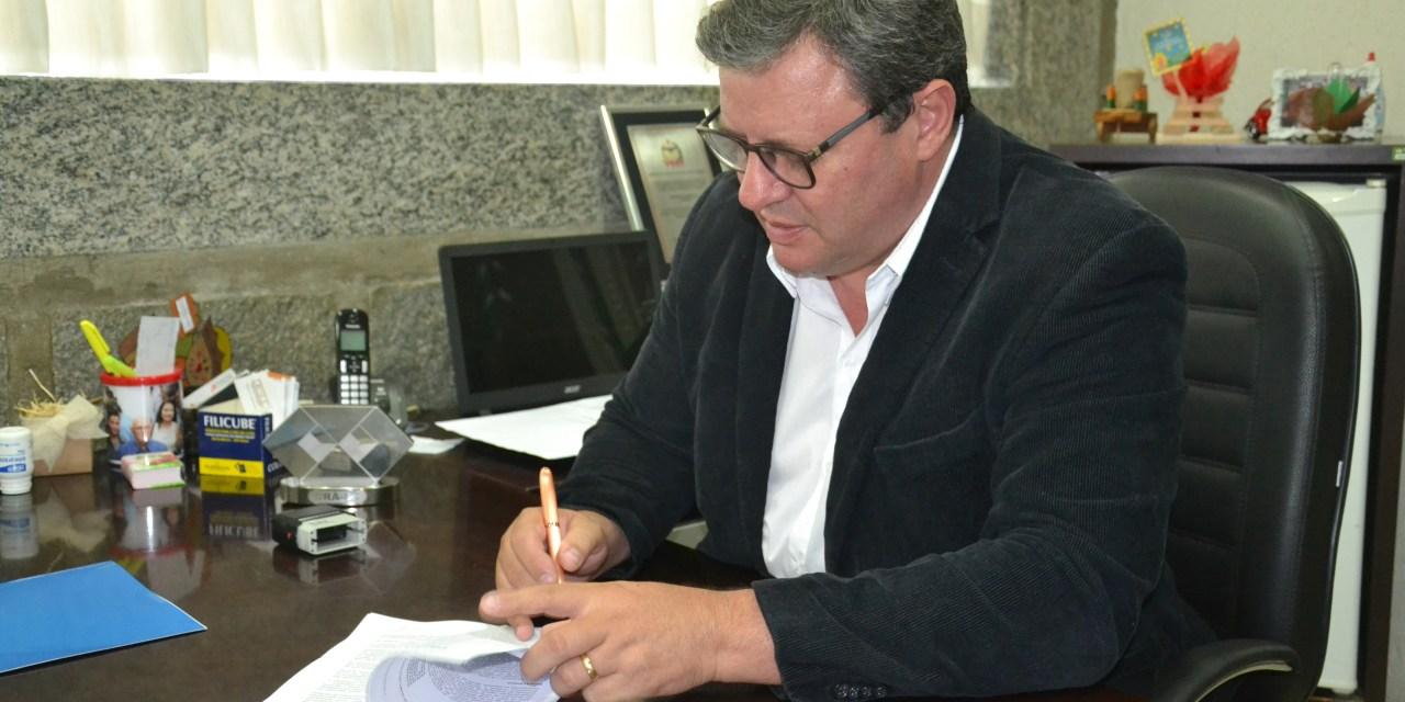 Prefeito sanciona lei do auxílio-alimentação em Camboriú