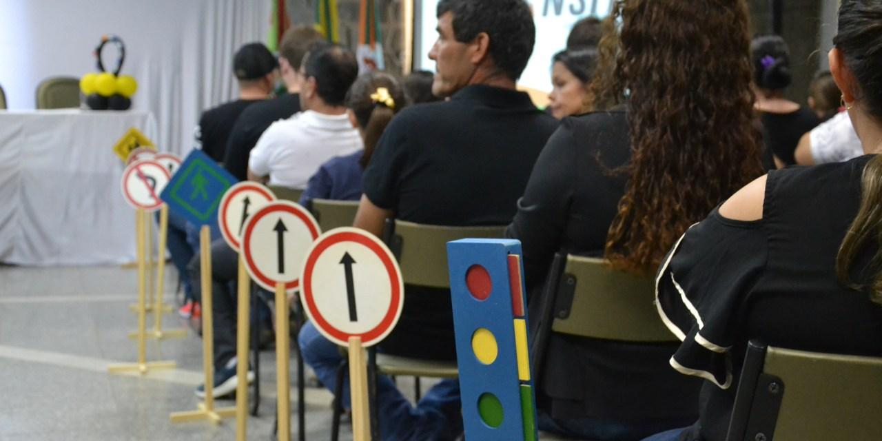 Concurso de redações sobre segurança no trânsito premia vencedores em Camboriú