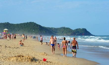 Praia Brava tem todos os pontos próprios para banho