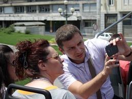 Bojan Svilanovic, Telekom Srbija, demonstrira aplikaciju Beograd prica