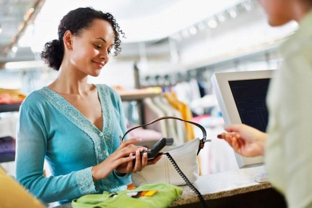 Tri verzije Balansa Balans ERP postoji u tri verzije. Balans Mini je prilagođen malim preduzećima i preduzednicima sa jasnom vizijom razvoja svog poslovanja. Srednja opcija, Balans Office, je prilagođena firmama koje su dostigle onaj nivo razvoja kada dotadašnje poslovno rešenje više ne može da podmiri sve potrebe i potrebo je preći na novi softver koji može da prati vaše trenutne i buduće potrebe. Najviši nivo je Balans Pro skrojen po meri preduzeća sa razgranatim poslovnim sistemom. Na kraju treba reći da će, ako ste krenuli od Balansa Mini, rast sistema pratiti rast vašeg poslovanja, sve do najkompleksnije konfiguracije, a da pritom nikada nećete morati da prođete kroz uvek komplikovan proces tranzicije sa manjeg na veći poslovno‑informacioni sistem.