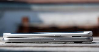 Osim zakrivljenosti ekrana,  telefoni su hardverski i softverski slični kao jaje jajetu