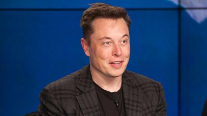 Elon Musk i Apple ne priznaju priču o njegovom dolasku na poziciju izvršnog direktora.