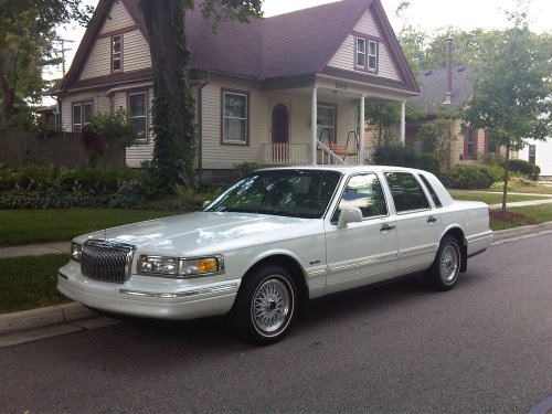 lincoln town car front quarter