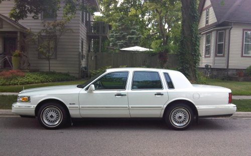 lincoln town car side