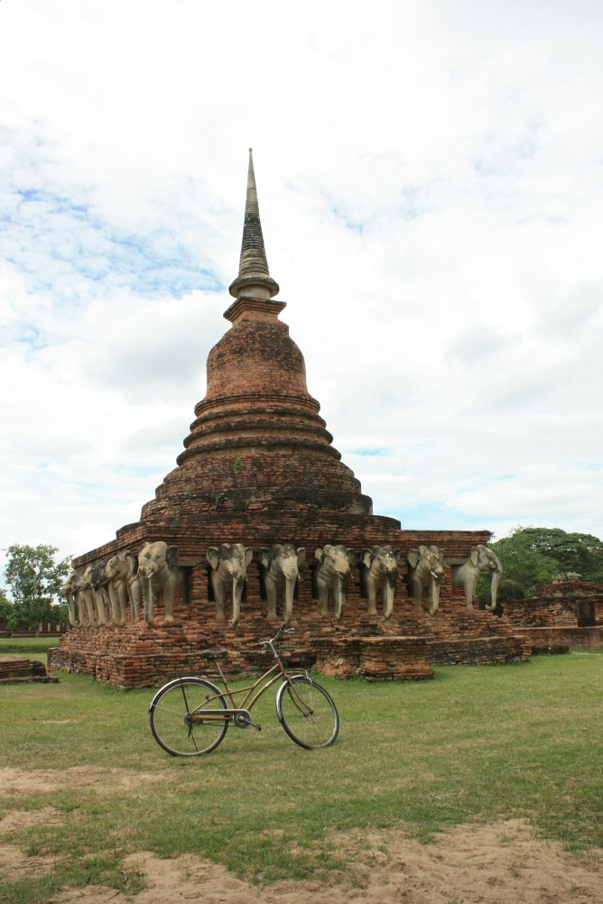 Wat Chang Lom (surrounded by elephants)