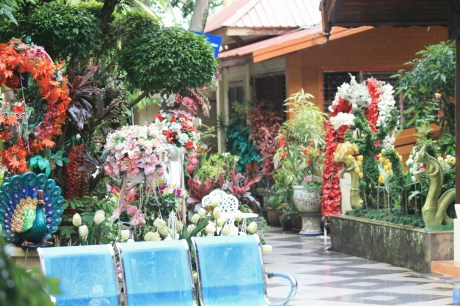 A flower garden next between the temple and the viewpoint over Chiang Mai