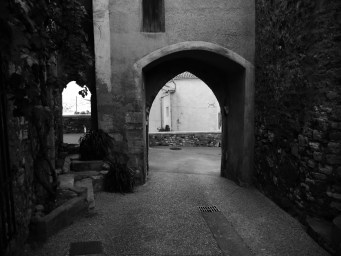 Small arch in Rousillion #black_and_white