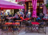 There is a very good 'market' of cafes and restaurants in Rousillion, in contrast with Gordes