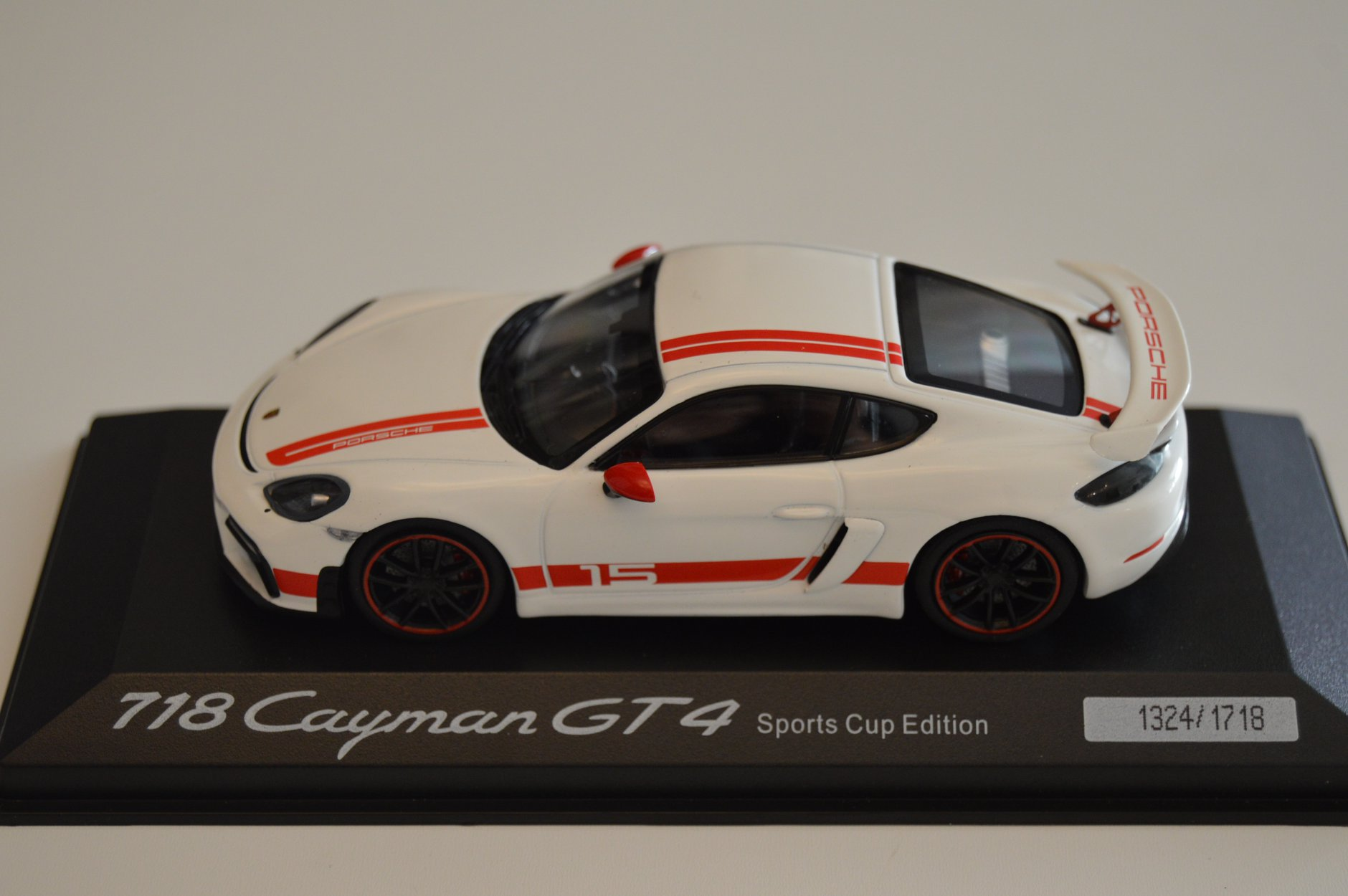 porsche_718_cayman_gt4_sports_cup_edition_minichamps_edition_limitee