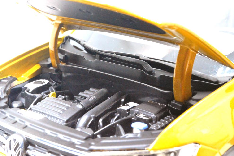 Volkswagen T-Cross 1/18 moteur