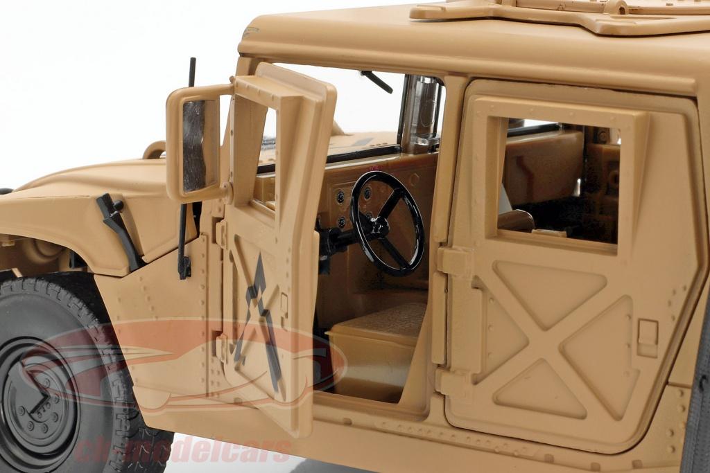 Vue intérieure du Humvee R2 de Autoworld au 1/18