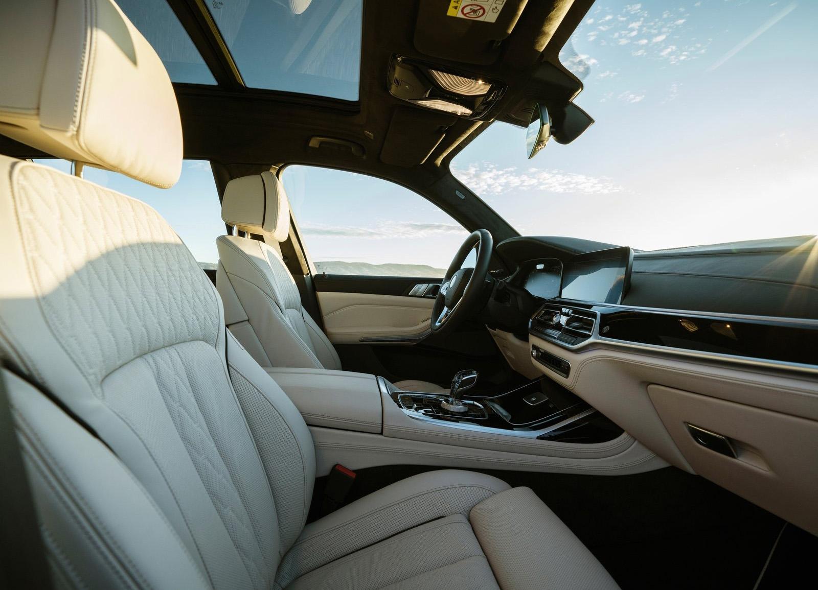 Alpina XB7 sièges
