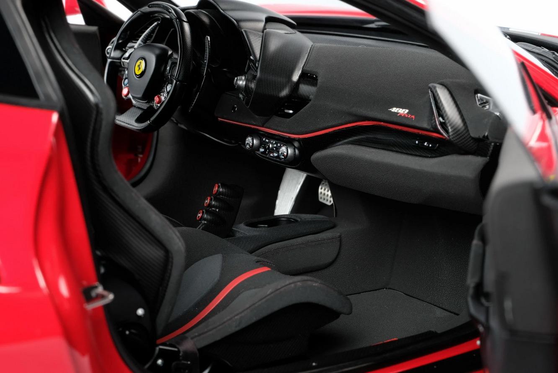 Intérieur de la Ferrari 488 Pista Amalgam au 1/8