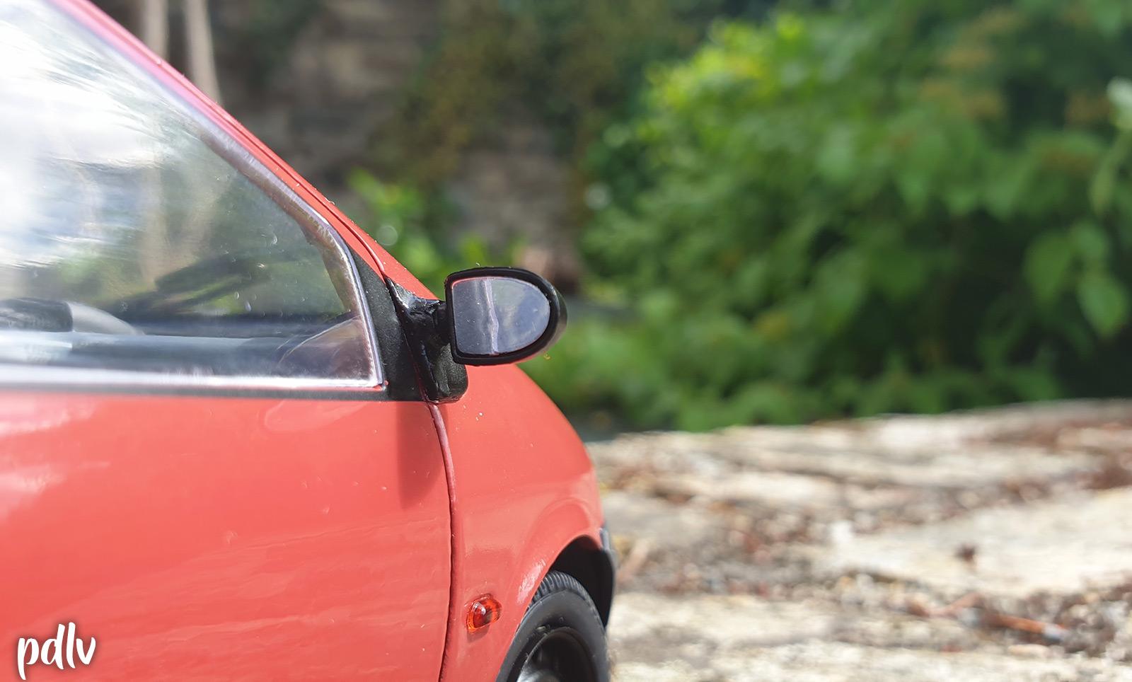 Zoom sur le rétroviseur de la Renault Twingo 1 Solido