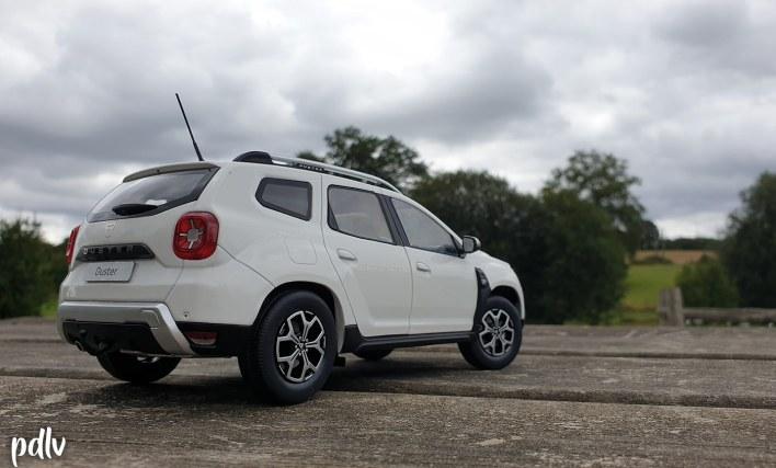 Vue trois-quarts arrière du Dacia Duster Solido 1/18