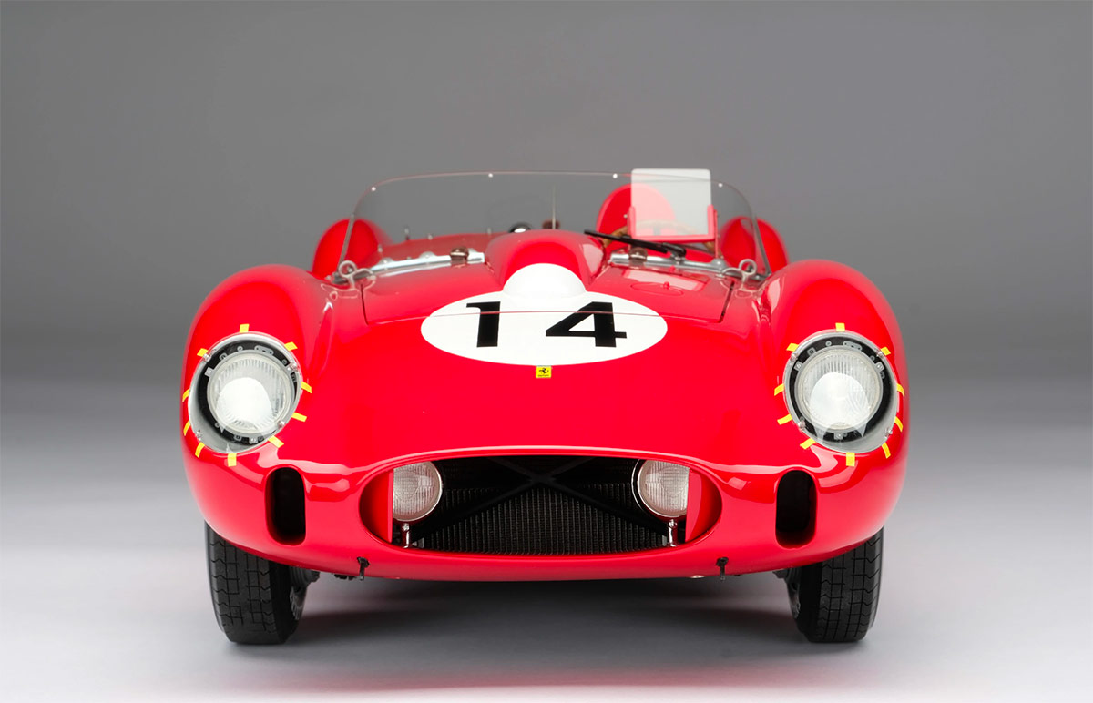 Vue avant de la Ferrari 250 TR Amalgam au 1/18