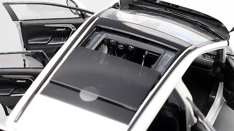 1/18 Toyota RAV4 Paudi toit ouvrant