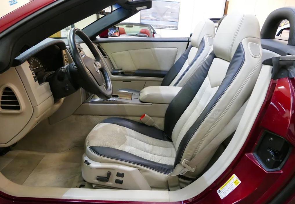 Cadillac XLR-V sièges