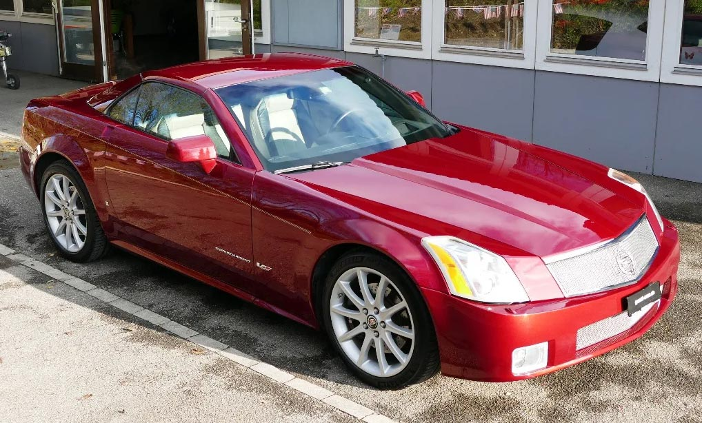 Cadillac XLR-V toit fermé