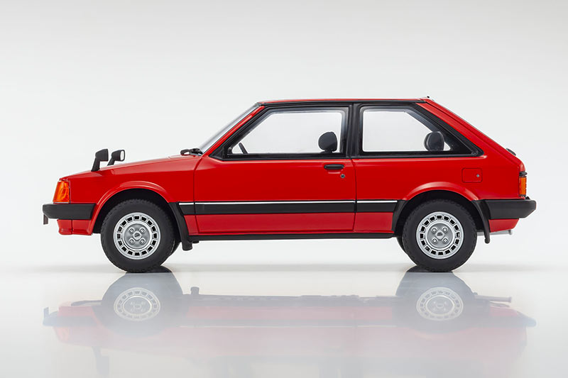 1/18 Mazda Familia Kyosho profil