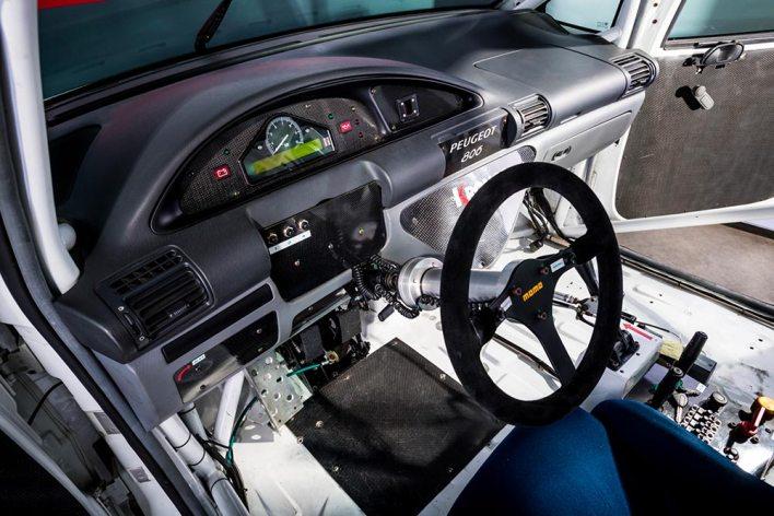 Intérieur du Peugeot 806 Procar