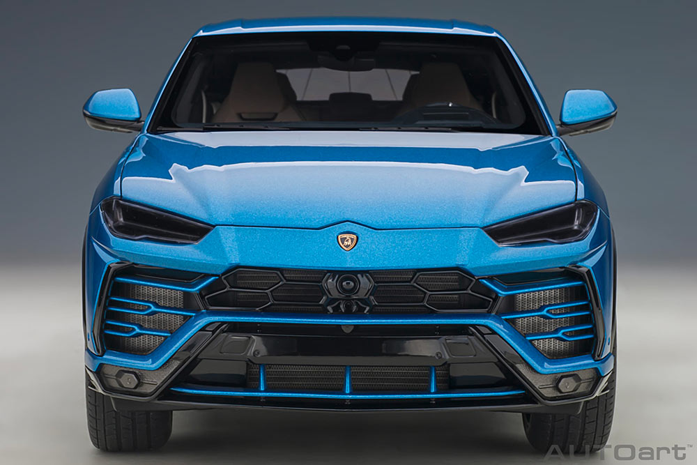1/18 Lamborghini Urus AUTOart front