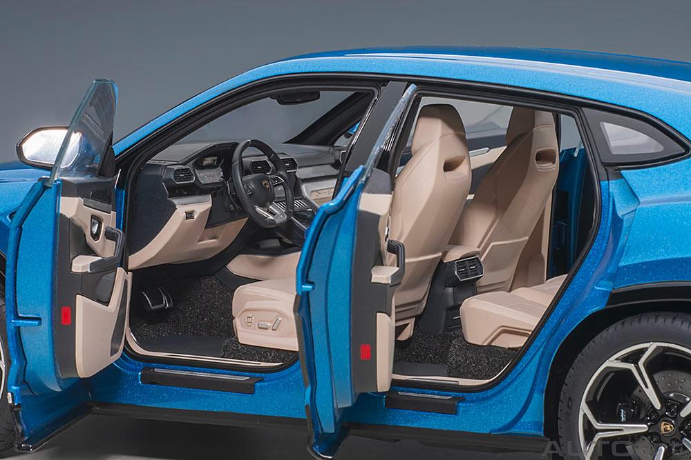 1/18 Lamborghini Urus AUTOart doors
