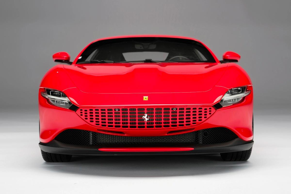 1/8 Ferrari Roma réplique