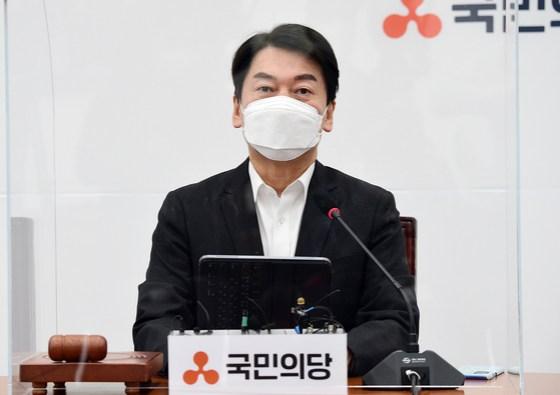 안철수 국회 당 대표가 28 일 국회에서 열린 최고 회의에서 연설하고있다.  오종택 기자
