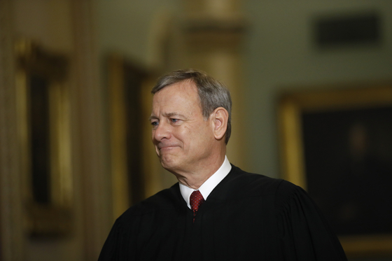 Chief Justice of the Supreme Court of the United States, John Roberts, appointed by former US President George W. Bush.  He was known for his conservative tendencies, but he also made progressive judgments in Obamacare rulings and the like. [AP=연합뉴스]