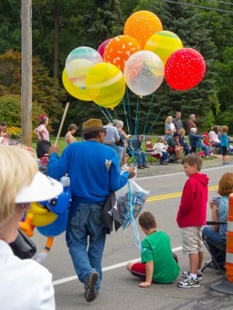 ballloon vendor at the parade