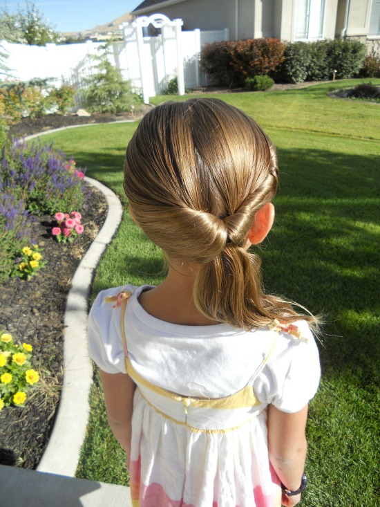 Stuck in a ponytail rut? Here are six adorable variations on ponytails that are perfect for hot summer days!