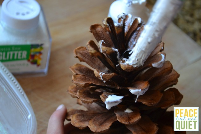 Glitter Pinecones -- a beautiful, simple kids Christmas craft!