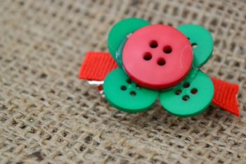 3 Easy DIY Christmas Barrettes