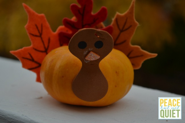 These pumpkin turkeys are easy kids crafts and a fun Thanksgiving activity!