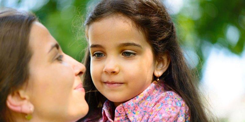latino-child-happy-mom