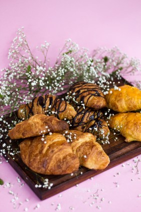 croissants-the-cupcake-club-peaches-in-the-wild