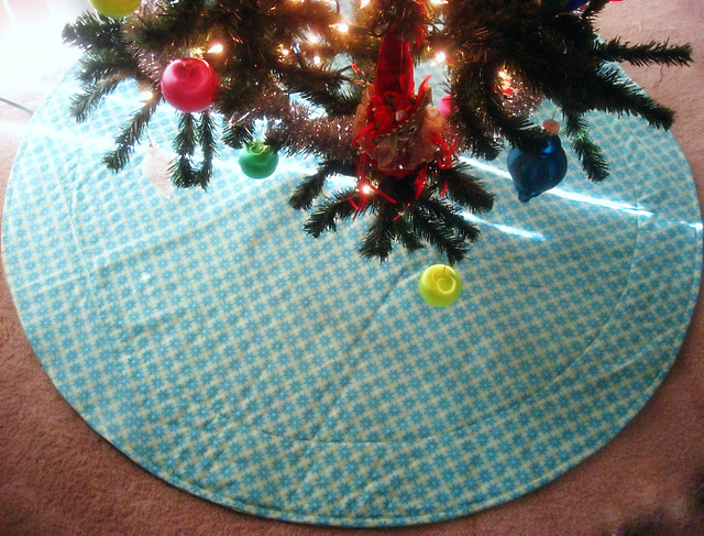 Finished Object: Amy Butler Tree Skirt (4/6)