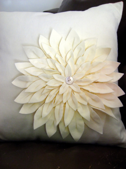 Finished Object: Amy Butler Snow Mum Pillow (3/4)