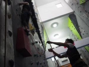 memimpin pendaki