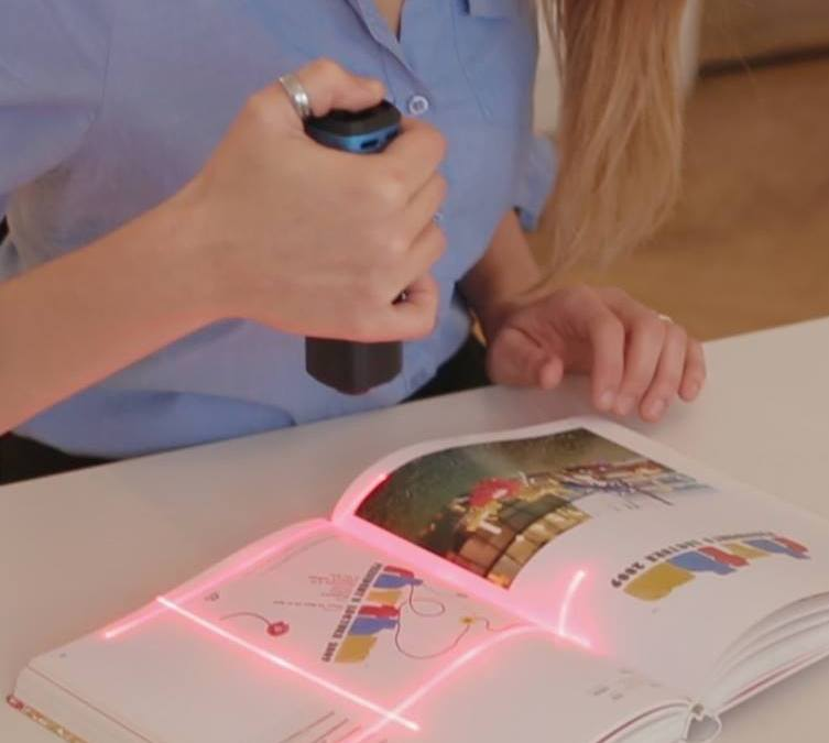 PORTABLE SCANNER ON HAND