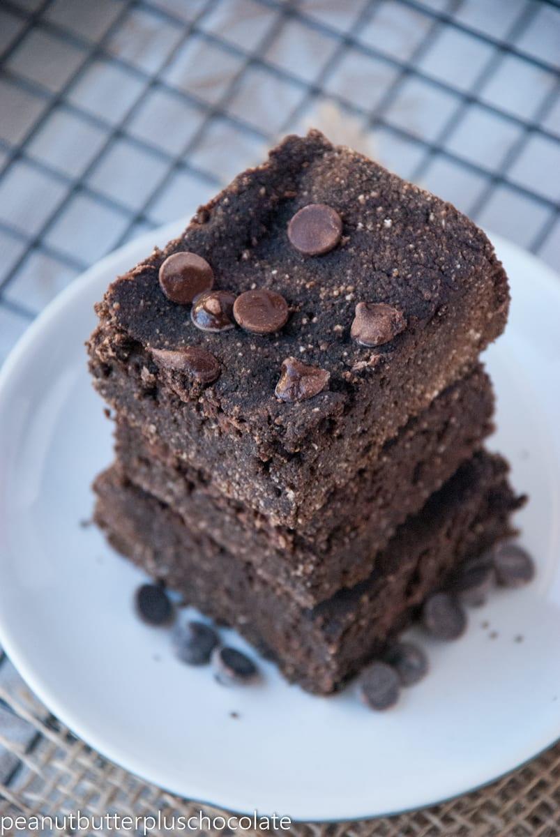 Healthy Super Dense Dark Chocolate Brownies {no added sugar + high protein}