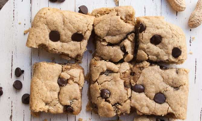 Healthy Chocolate Chip Peanut Butter Brownie Bars